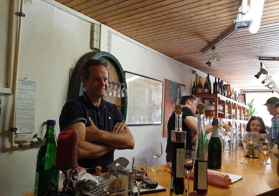 Einkaufen im kühlen Weinkeller